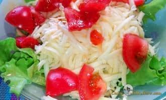 салат цезарь с курицей сухариками помидорами