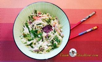 салат из свежей капусты с икрой минтая