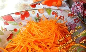 Натереть морковь для салата из скумбрии