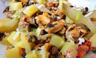Почти готовый салат из мидий рецепт фото от petr de Cril'on