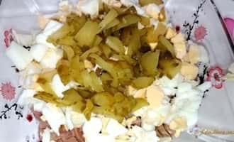 салат из печени минтая консервированной, салат с печенью минтая с фото