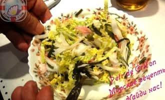 Салат из морской капусты с крабовыми палочками микс