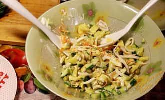 салат с кальмаров с огурцами, салат с кальмаров и огурцов, салат с кальмаров яиц и огурцов