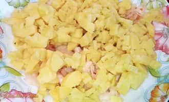 салат с соленой селедкой, салат селедка под шубой пошагово, салат с селедкой и грибами рецепт, салат селедка с луком, салат под шубой с селедкой рецепт пошагово