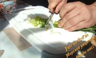 Салат с селедкой и луком